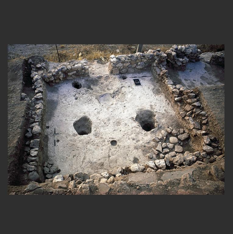 Фундамент постройки в Айн-Гхасал. Ок. 8440–6500 гг. до н.э.