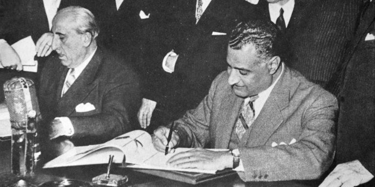 Гамаль Абдель Насер и Шукри аль-Куатли подписывают договор о создании Объединённой Арабской Республики. 1958