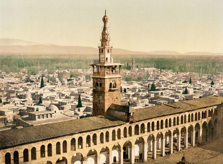 Минарет и внутренний двор мечети Омейядов, в которой преподавал Ибн Таймия. Дамаск,1890-е