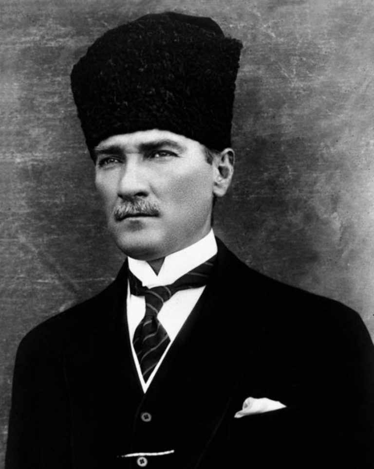 Мустафа Кемаль Ататюрк (1881–1938), турецкий реформатор, первый президент Турции (1923–1938). 1923