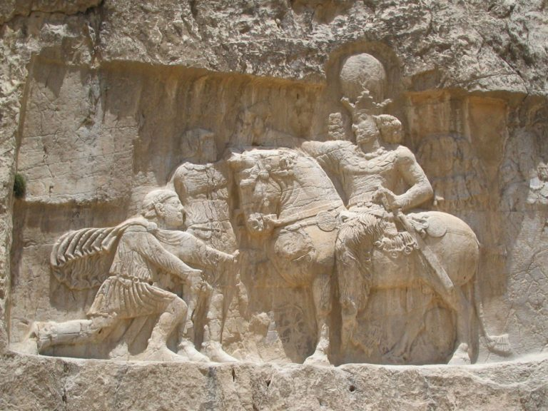 Персидский царь Шапур I празднует триумф над императором Валерианом