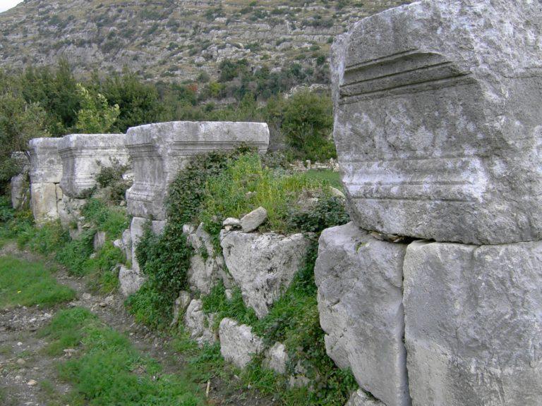 Постаменты колонн в Селевкии Пиерии, Турция