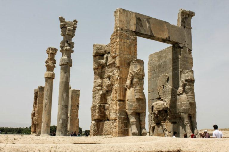 Руины пропилей Ксеркса. I пол. V в. до н.э.