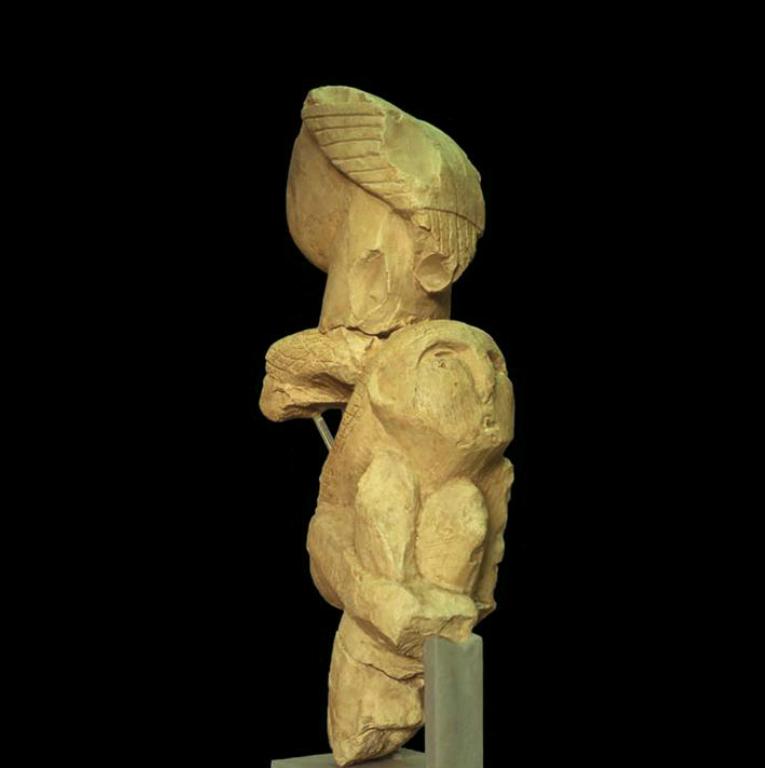 Тотемный столб, найденный в Невалы-Чори