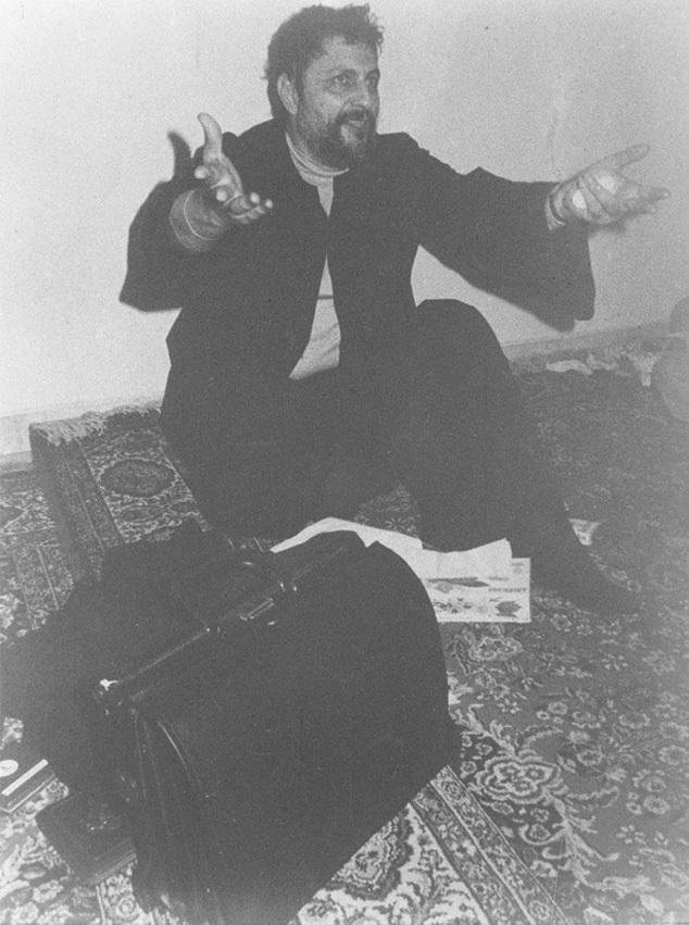 Трехдневная голодовка Мусы Садра в мечети Сафа в Бейруте в знак протеста против гражданской войны в Ливане