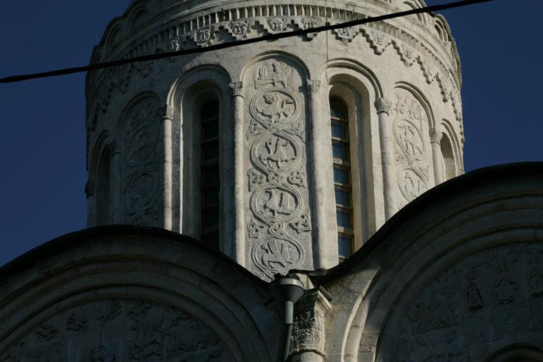 Барабан Дмитриевского собора