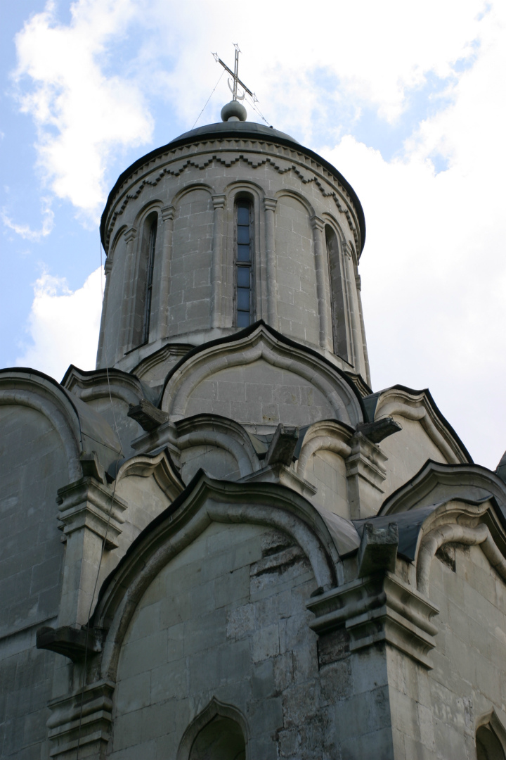 Барабан и кокошники Спасского собора Андроникова монастыря