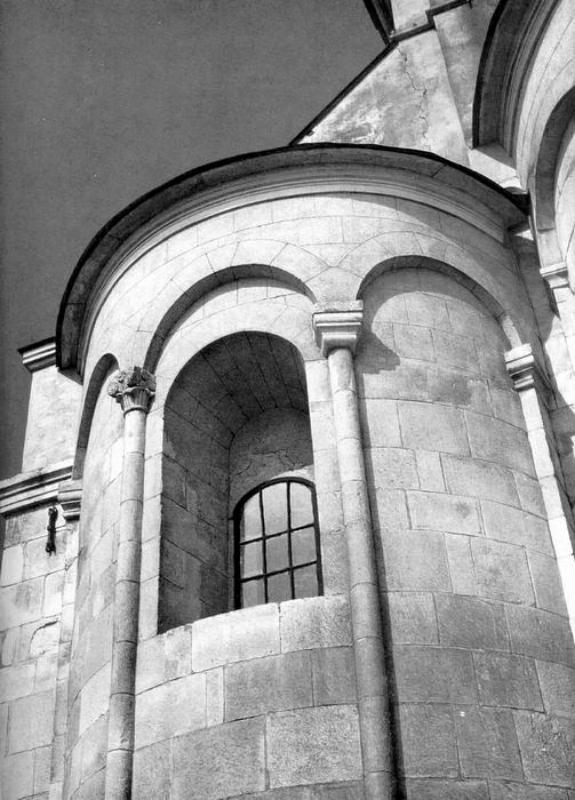 Фрагмент восточного фасада церкви Святого Пантелеймона