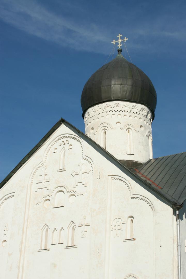 Фрагмент западного фасада храма Спаса Преображения на Ильине улице
