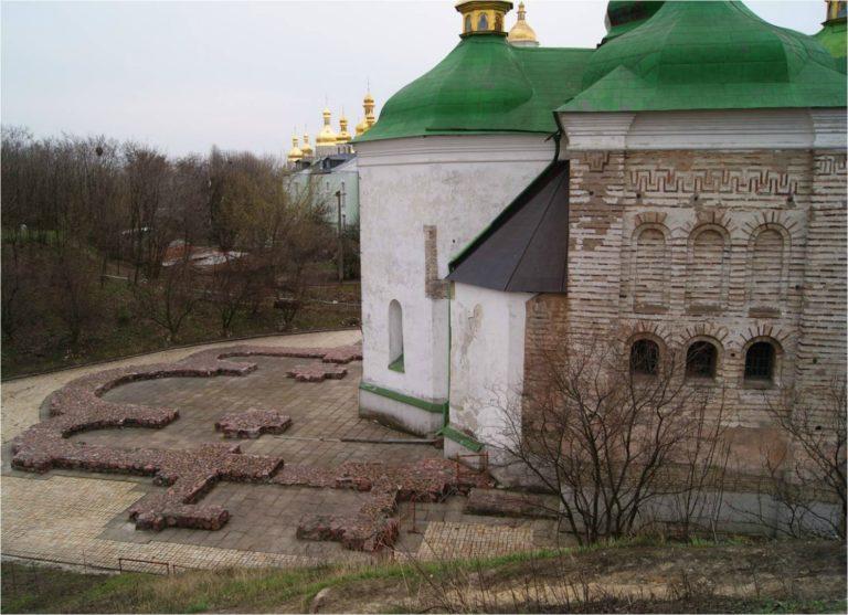 Храм Спаса на Берестове, Киев