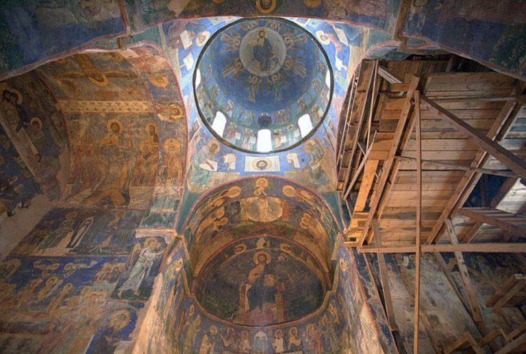 Интерьер Спасо-Преображенского собора Мирожского монастыря