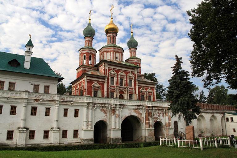 Покровская надвратная церковь. 1683–1688