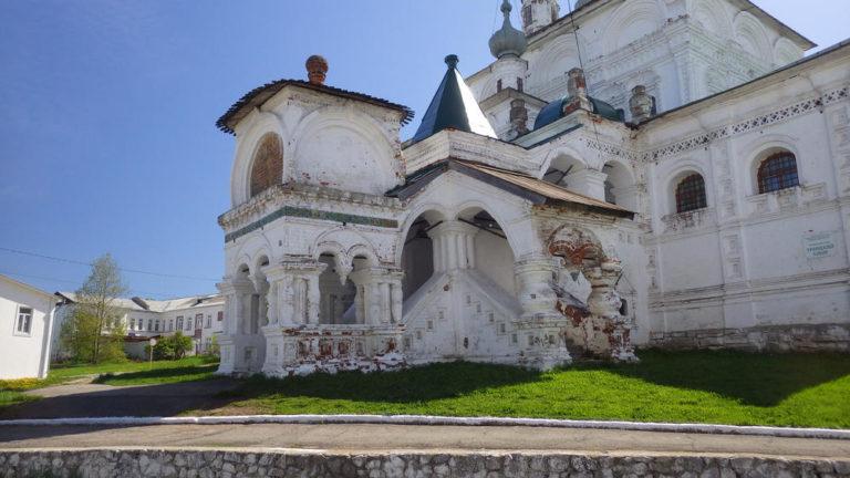 Северное крыльцо Троицкого собора