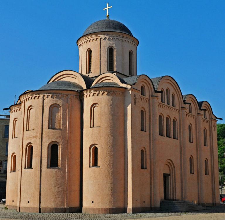 Церковь Успения Богородицы Пирогощи. Восстановлена в 1997–1998