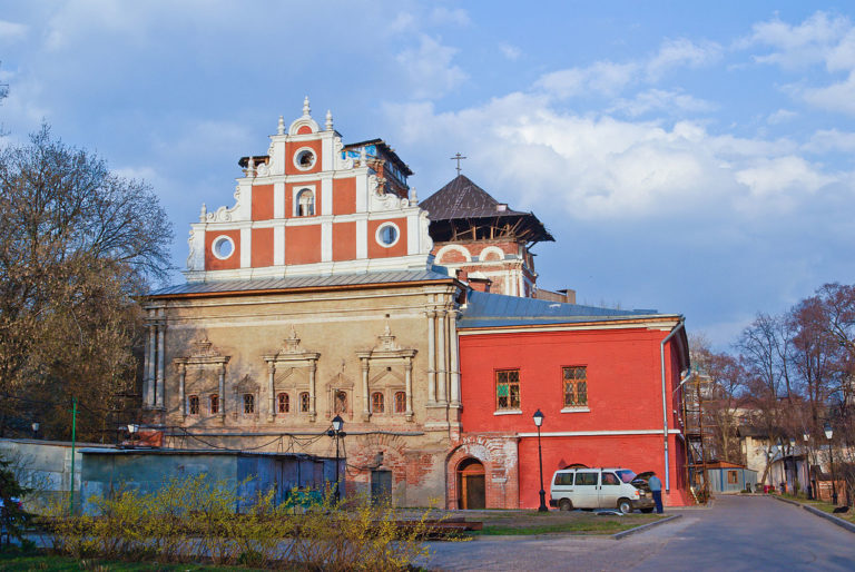 Трапезная церковь Сергия, западный фасад. 1683–1685