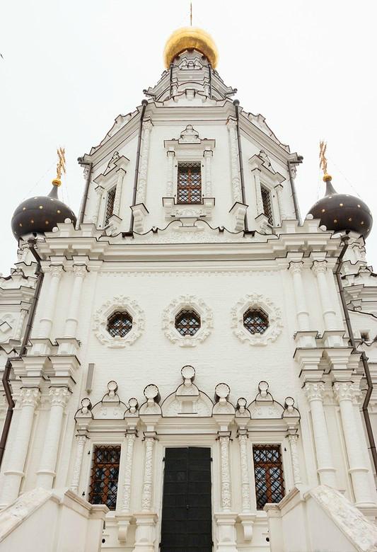 Троицкая церковь в Троице-Лыкове, северный фасад. 1690–1695