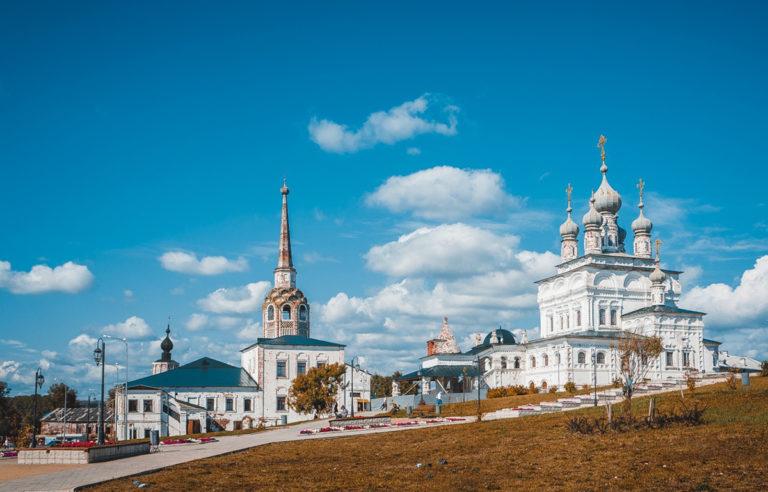 Вид на Троицкий собор и колокольню