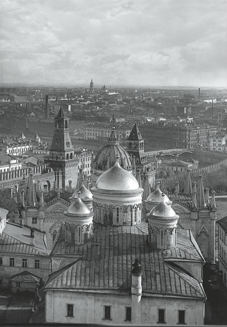 Вознесенский монастырь, вид с купола Сената. На переднем плане – Вознесенский собор. 1915
