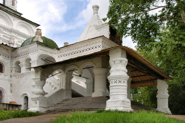 Западное крыльцо Троицкого собора