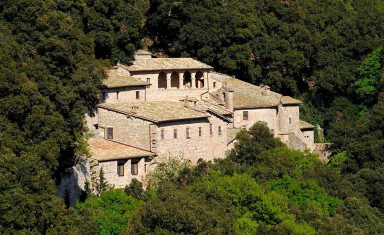 Эремо делле Карчери, францисканский санктуарий, основанный на месте горного скита св. Франциска