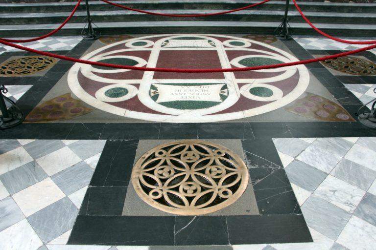 Надгробная плита Козимо Медичи Старшего. 1465–1467