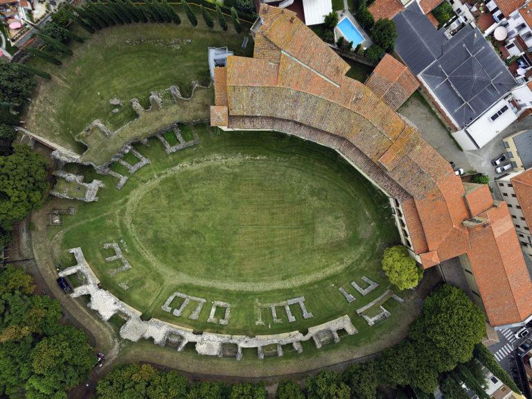 Руины римского амфитеатра. I–II вв. н. э.