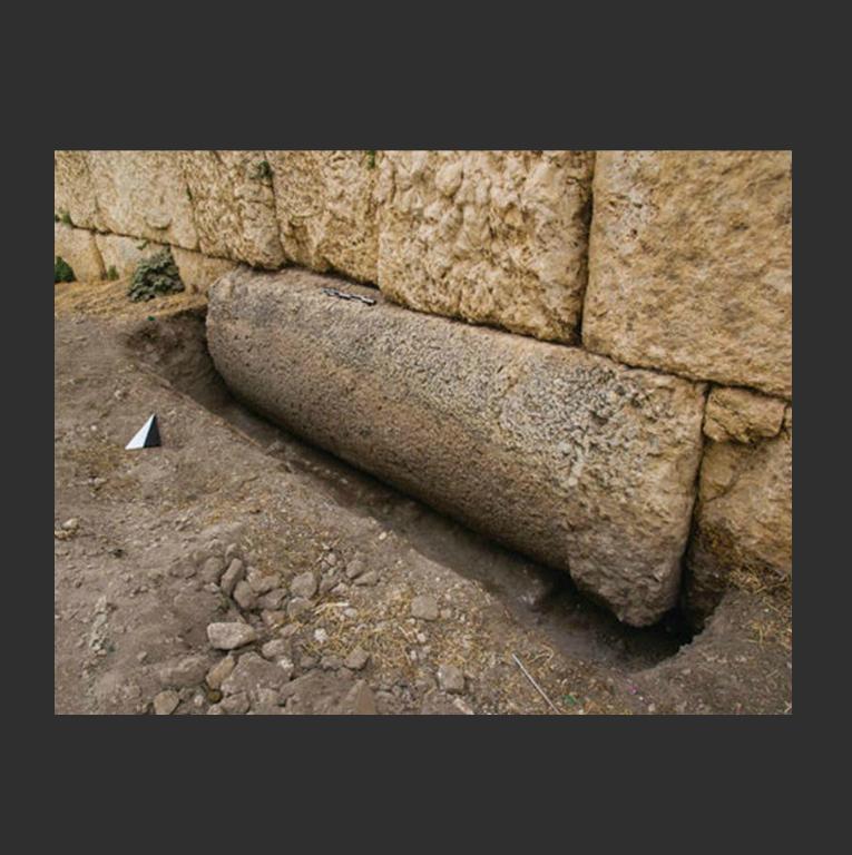 Барабан колонны в основании храма Юпитера