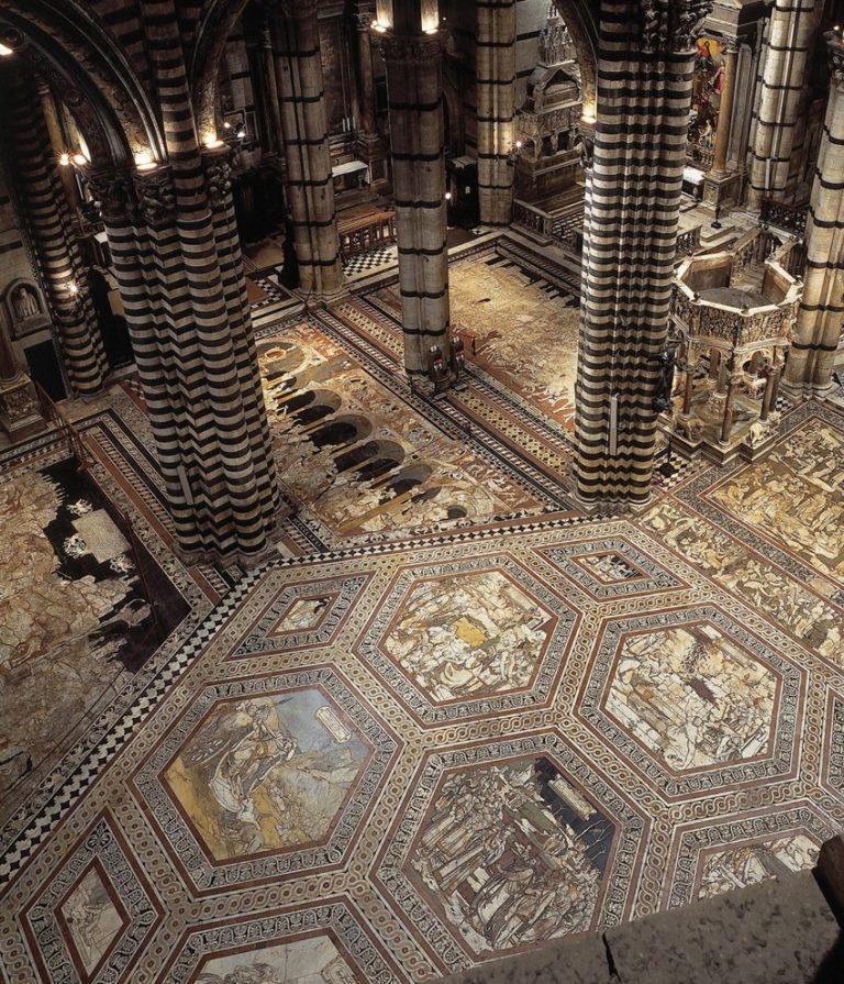 Интерьер Сиенского собора. Напольные мозаики