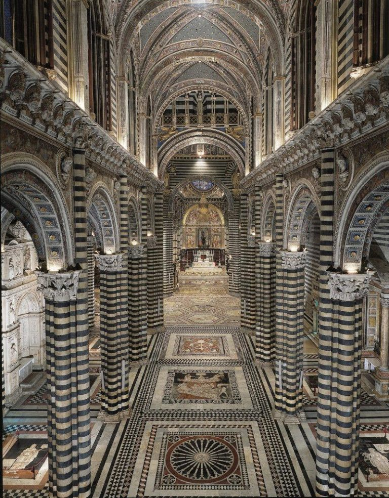 Интерьер Синского собора, вид сверху