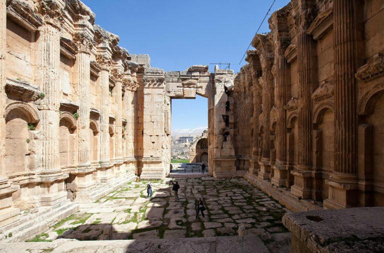 Интерьер храма Вакха