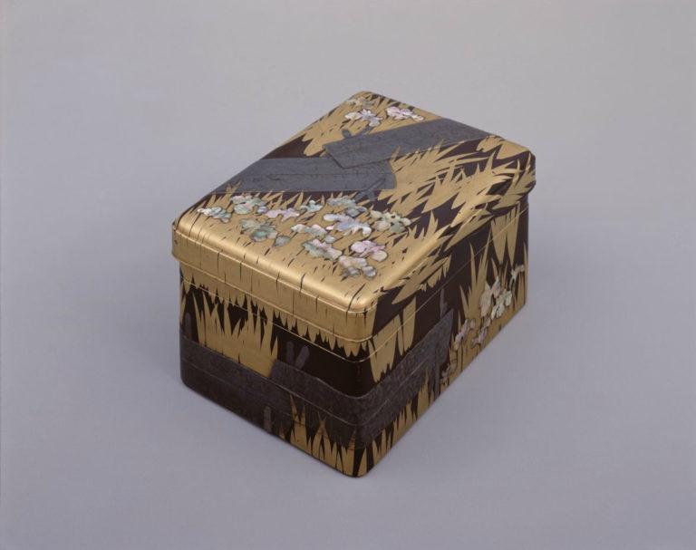 Коробочка для письменных принадлежностей с мотивом «восемь мостов» (яцухасибаси)