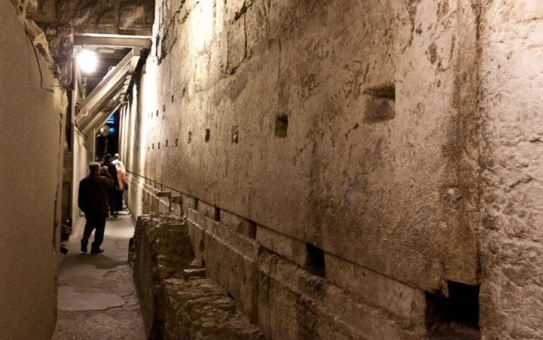 Мегалит в основании западной стены Иерусалимского Храма