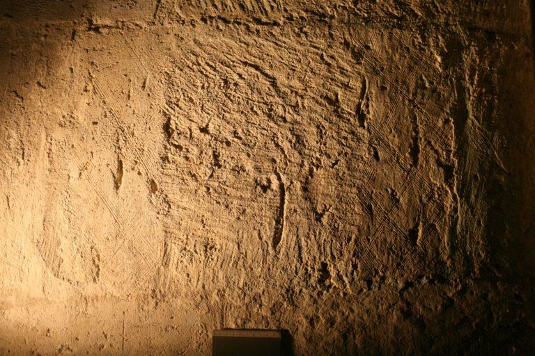 Насечки на камне Спасо-Преображенского собора
