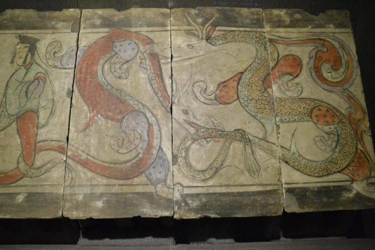 Пара драконов. Правая часть живописного фриза. Западная Хань (206 до н.э. – 9 н.э.)