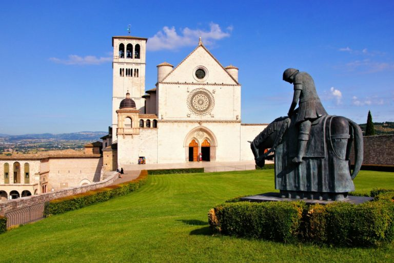 Церковь Сан Франческо и памятник св. Франциску