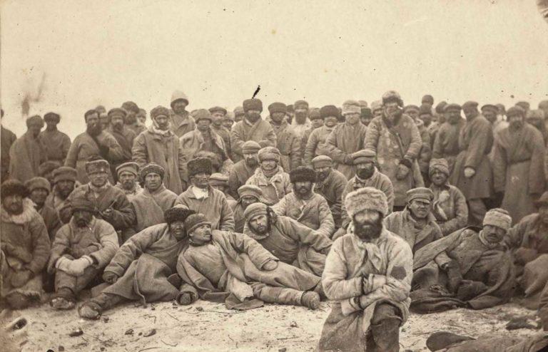 Группа осужденных каторжников в Сибири. 1885-86