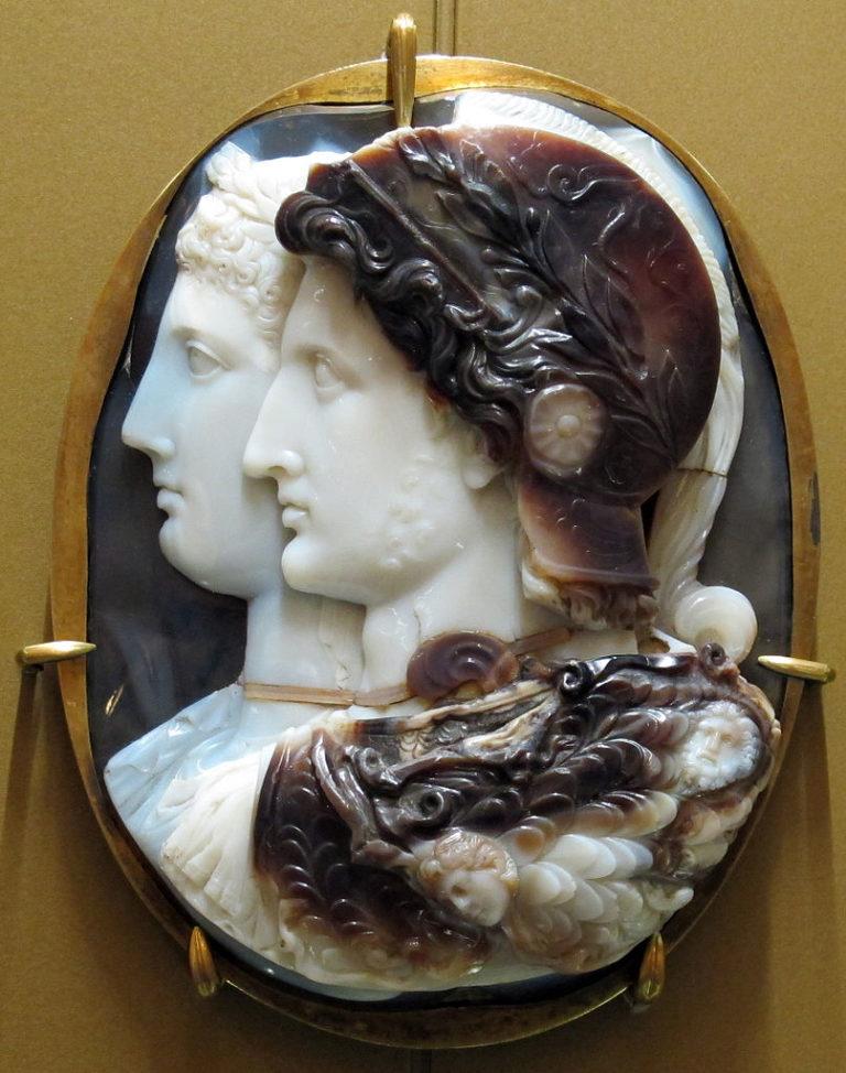 Камея Гонзага — предполагаемое изображение Птолемея II и его сестры, Арсинои II. III в. до н. э.