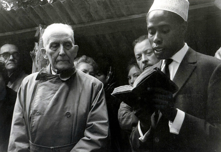Луи Массиньон (слева) и будущий президент Союза Коморских островов Мохаммед Таки. 1962