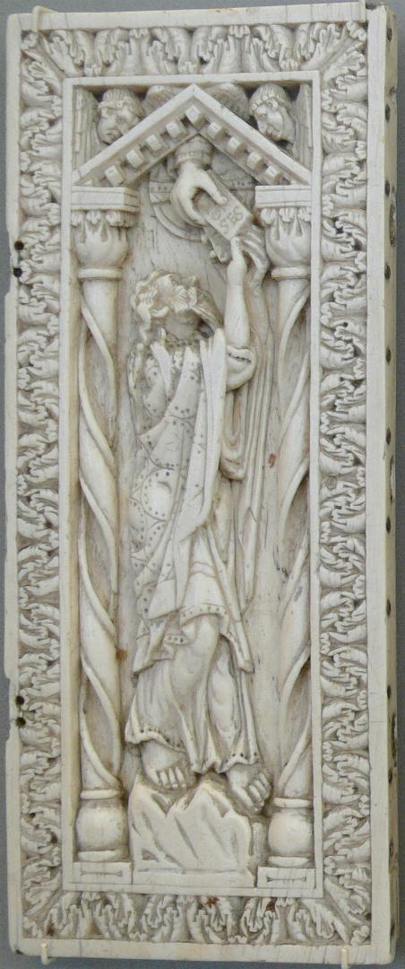 Моисей принимает скрижали Завета на горе Синай. Германия, X в.