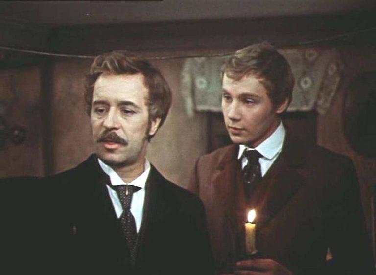 О. Борисов в роли Версилова и А. Ташков в роли Долгорукого. Кадр из фильма «Подросток». 1983