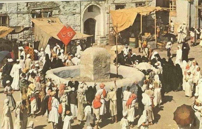 Обряд побивания сатаны камнями в долине Мина. Фото 1953 г.