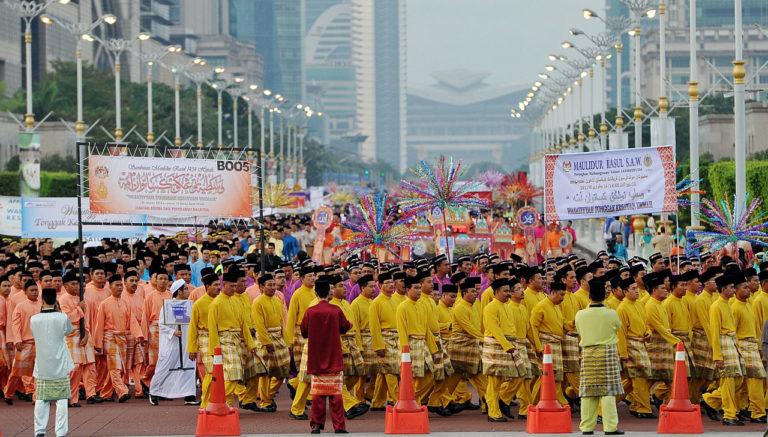 Парад малазийских мусульман в честь мавлида, дня рождения пророка Мухаммада. Путраджая, 2013