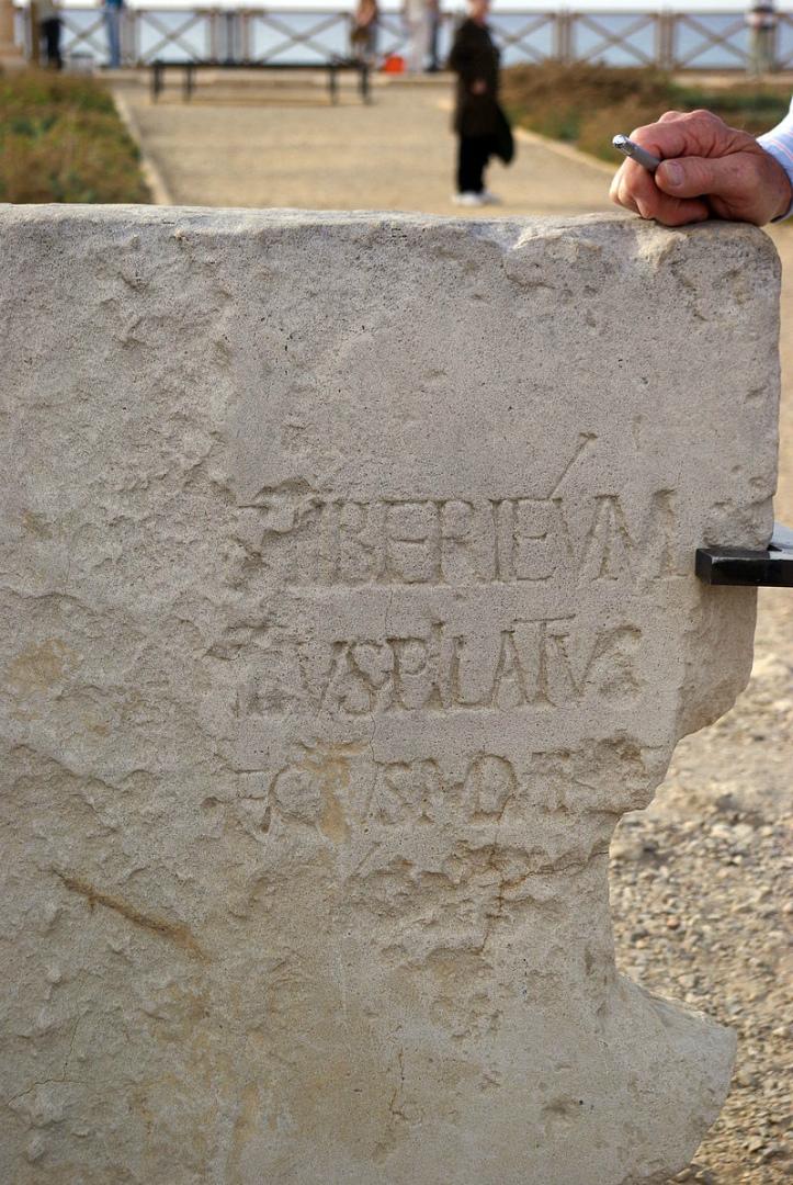 Плита из Кесарии. Первая археологическая находка, подтверждающая существование Понтия Пилата. I в.