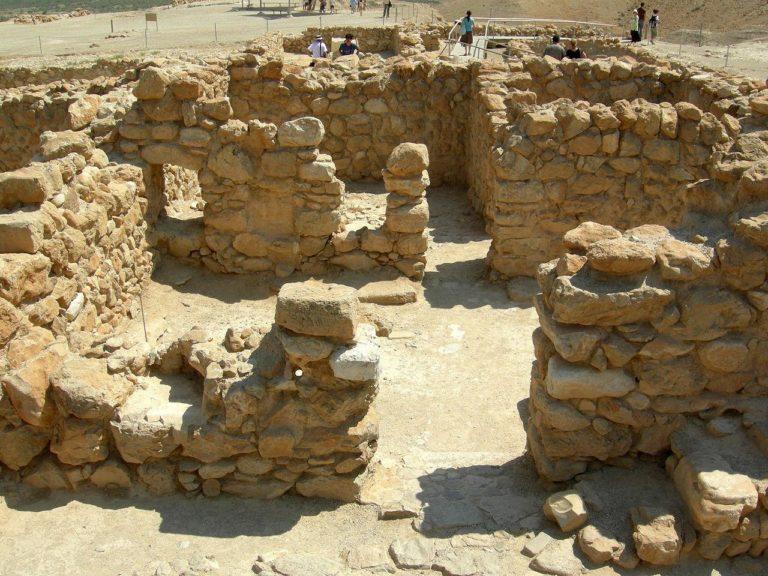 Руины поселения общины ессеев в Кумране
