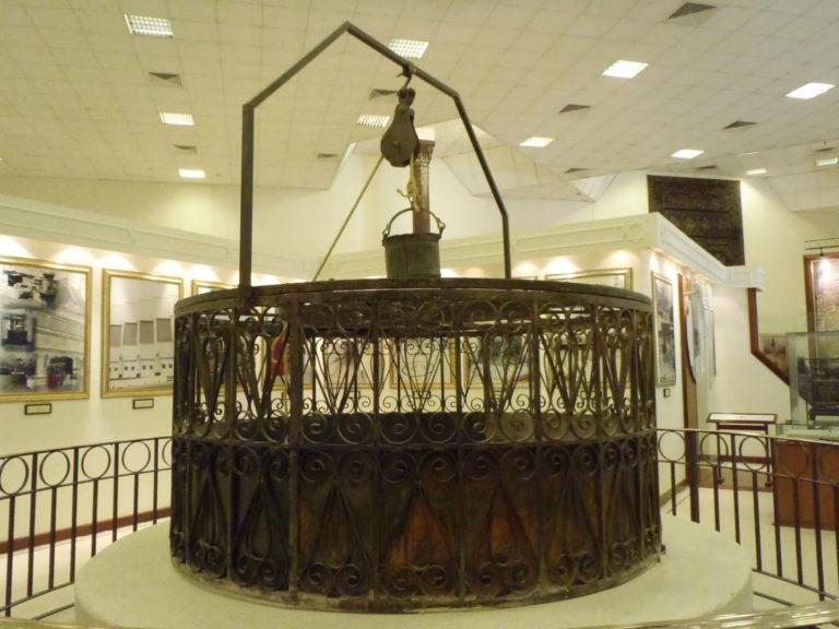 Старая наземная конструкция колодца Замзам