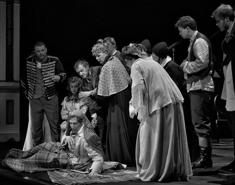 Сцена из спектакля «Село Степанчиково и его обитатели». 2013
