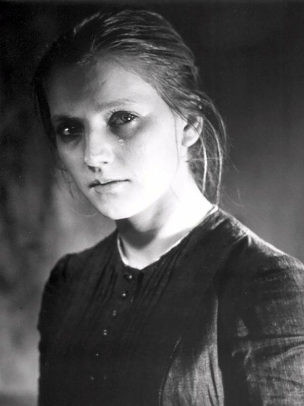 Татьяна Бедова в роли Сони Мармеладовой. Кадр из фильма «Преступление и наказание». 1969