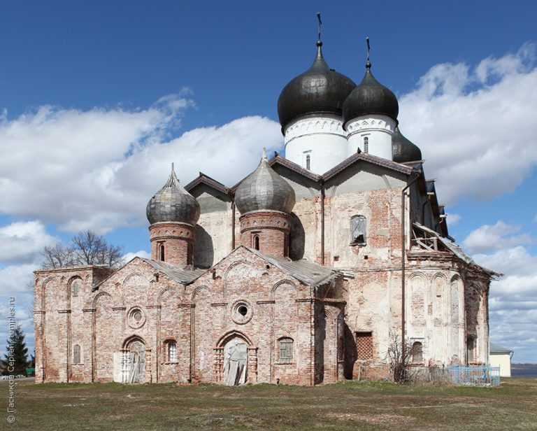 Троицкий собор Клопского монастыря. Вид с юга. 1562-1569