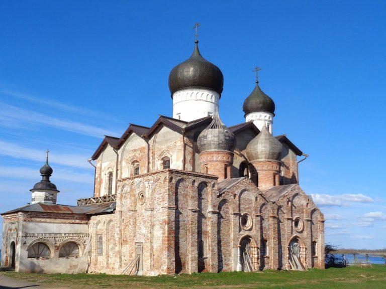 Троицкий собор Клопского монастыря. Вид с юго-запада. 1562-1569