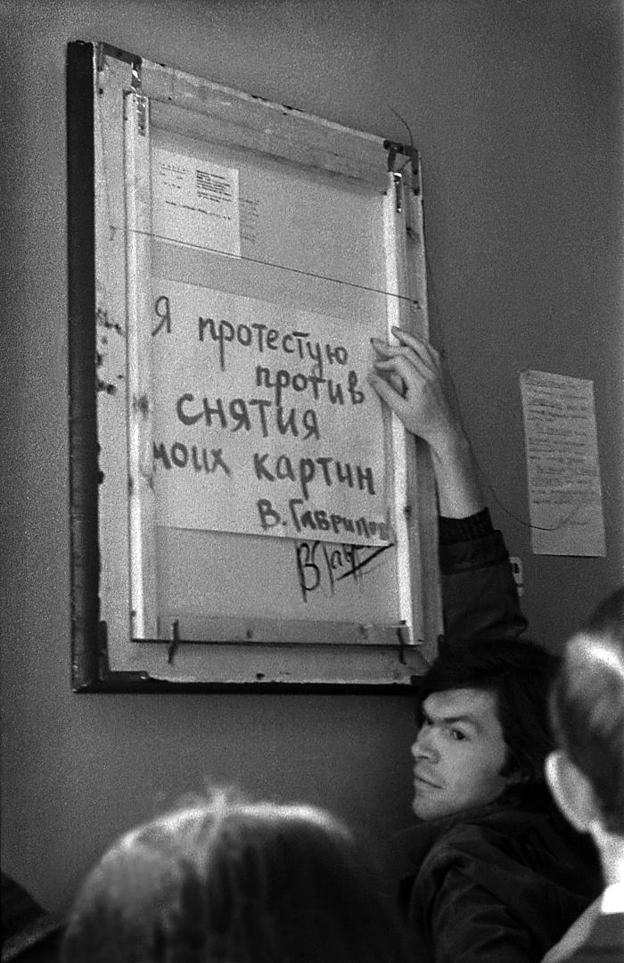В. Гаврилов на выставке в ДК ВДНХ. 1975